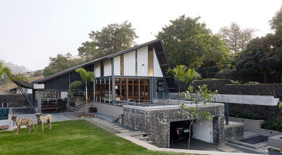 Opolis Architects, roof-house in Khandala